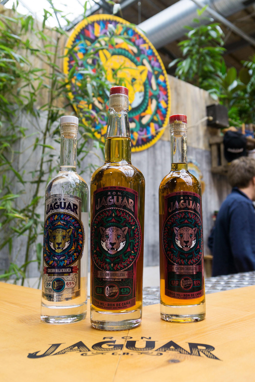RON Jaguar Messeauftritt auf der Bar Convent Berlin 2017 durch Handwerk+Design, Detailbild Rum Flaschen