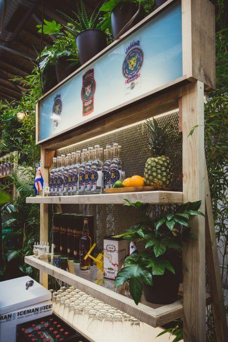 RON Jaguar Messeauftritt auf der Bar Convent Berlin 2017 durch Handwerk+Design, Regal für Produktpräsentation