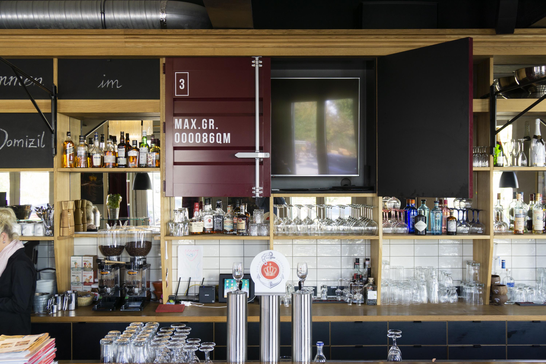 handwerkplusdesign hafendomizil in berlin, restaurant, interior, regal
